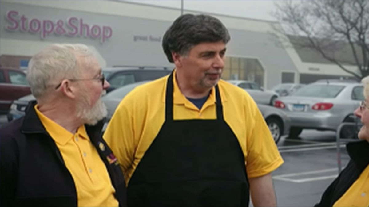 Stop & Shop workers' union votes to authorize strike