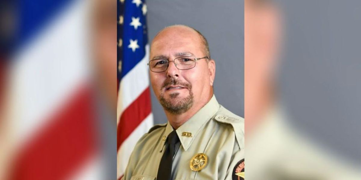 Sheriff's deputy learns he has 3 months to live after wife's cancer goes into remission