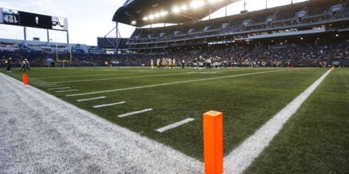 Raiders, Packers play on 80-yard field due to turf issues