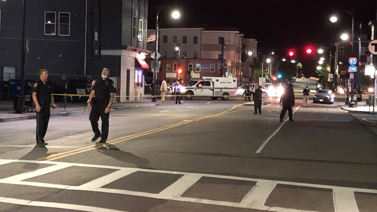 1 person stabbed in Andrew Square, police say