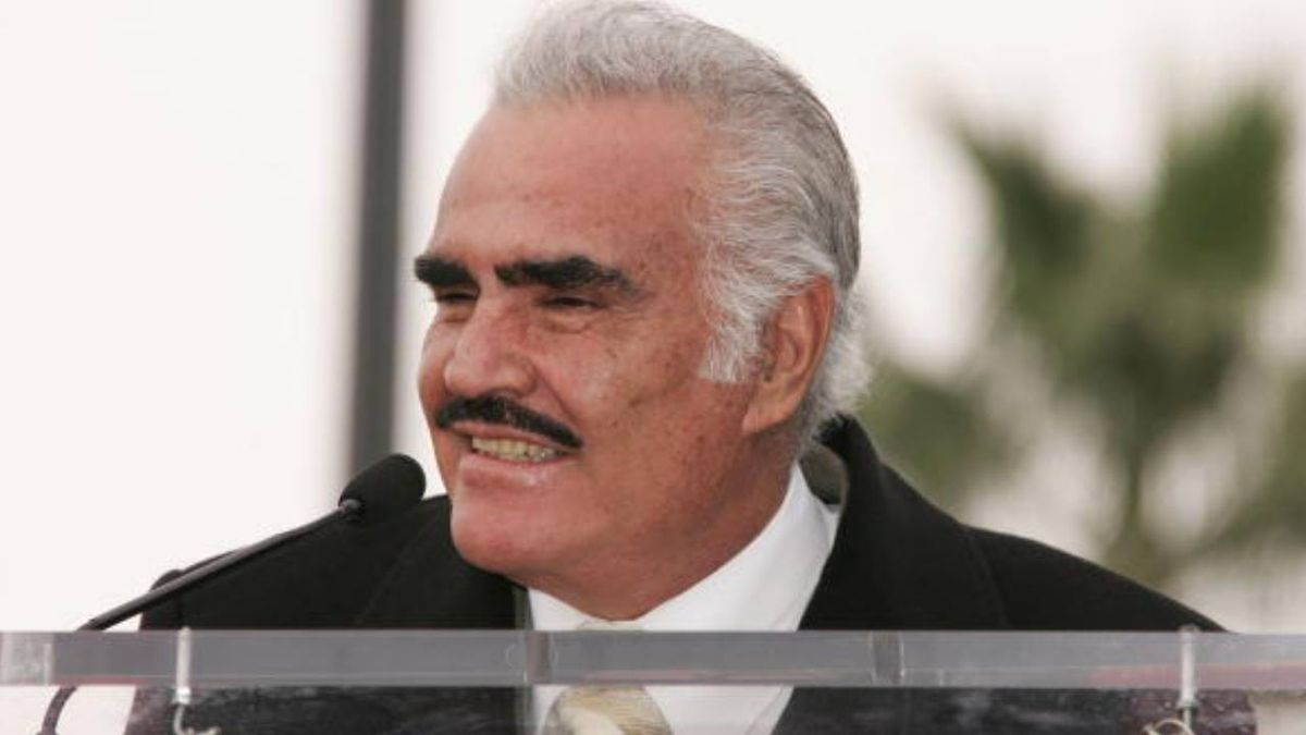 Mexican singer Vicente Fernandez nixed liver transplant, feared donor was gay