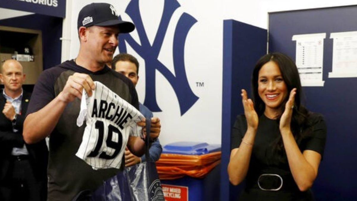 Yankees, Red Sox give Prince Harry, Meghan Markle gifts for baby Archie