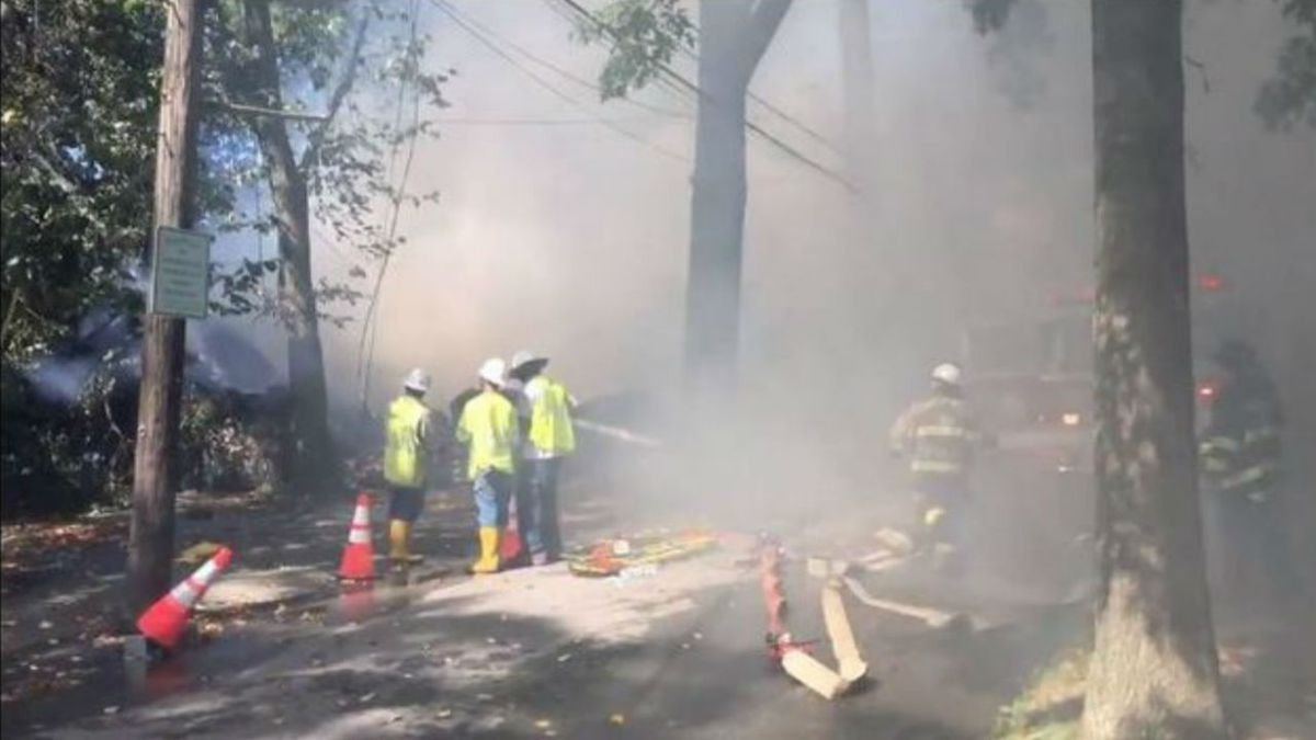 House explosion, fire kills man on daughter's wedding day