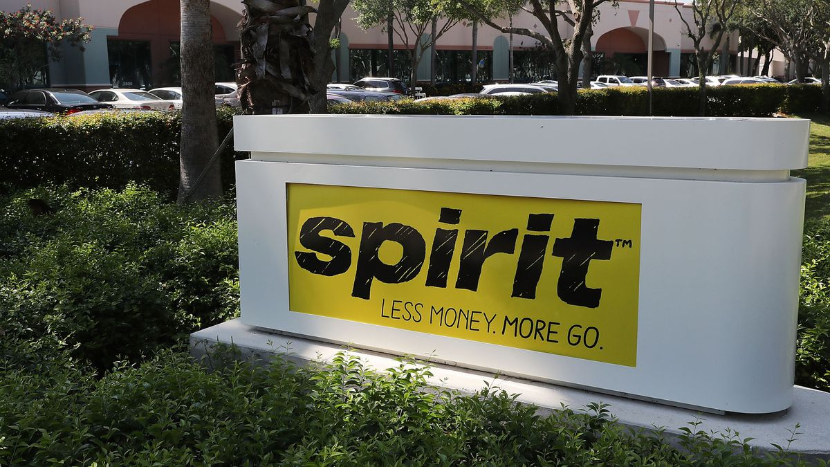 Lawsuit: Spirit Airlines removed 15-year-old from flight without mother's knowledge