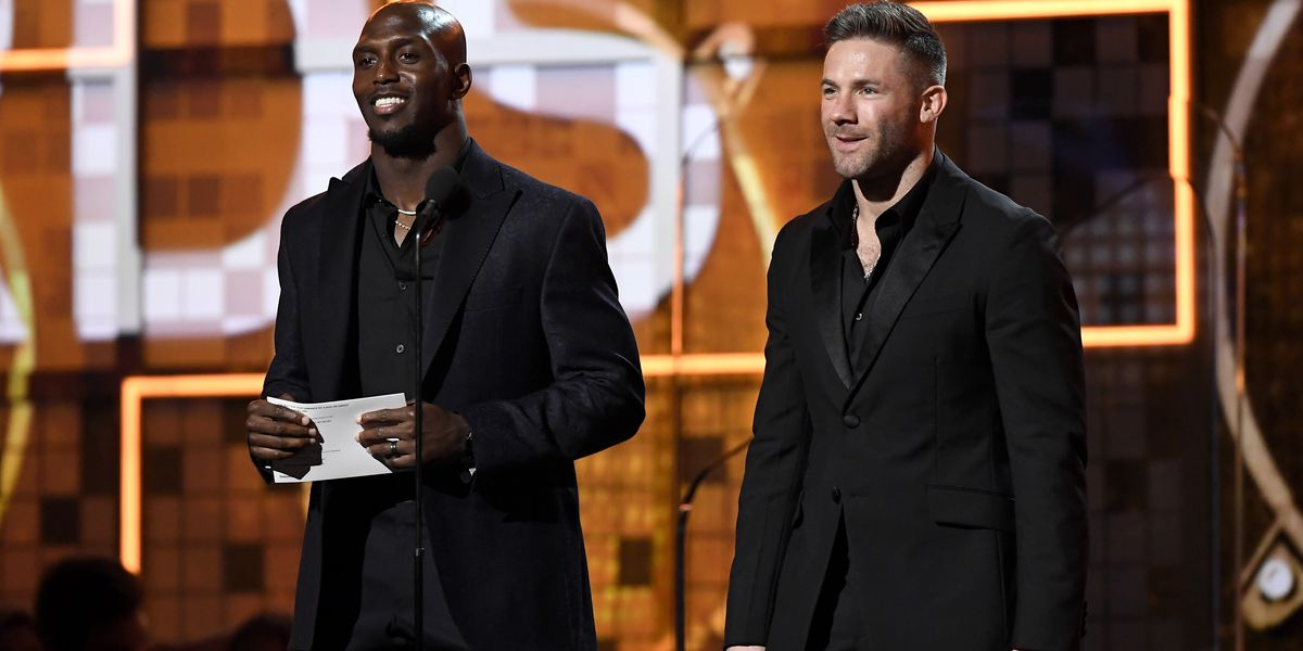Patriots' Julian Edelman, Devin McCourty present opening honor at Grammy Awards