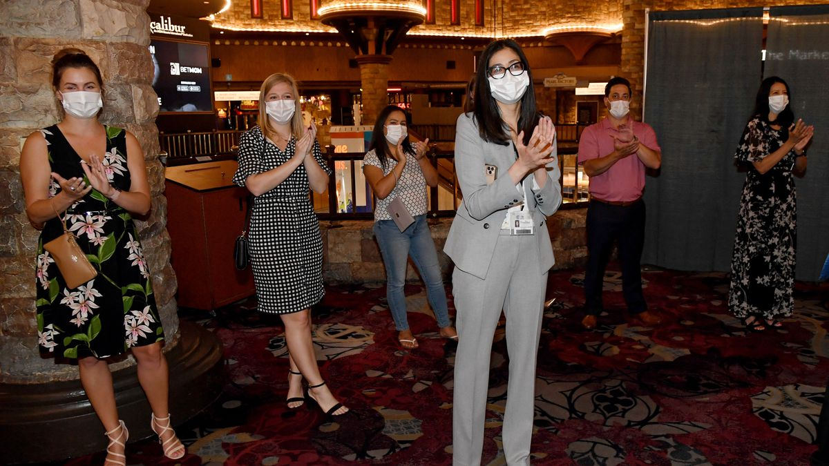 Study projects 33,000 fewer deaths in US if 95% of people wear masks in public