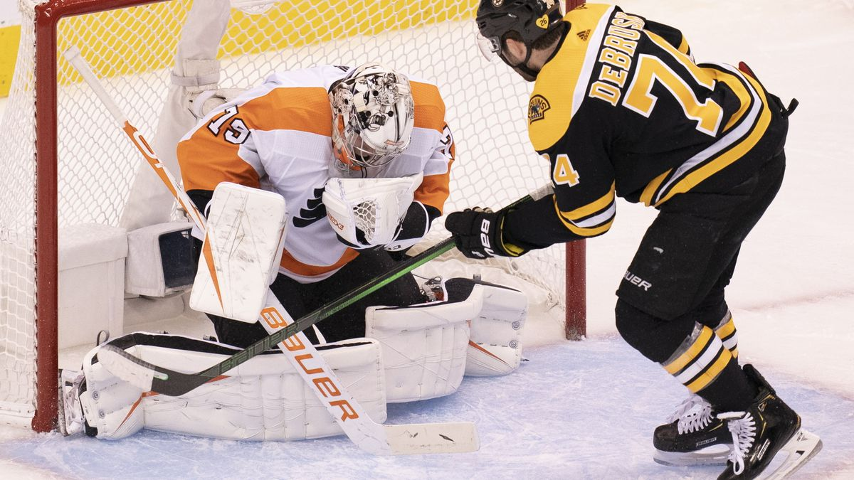 Hart has 34 saves in Flyers' 4-1 win over Bruins
