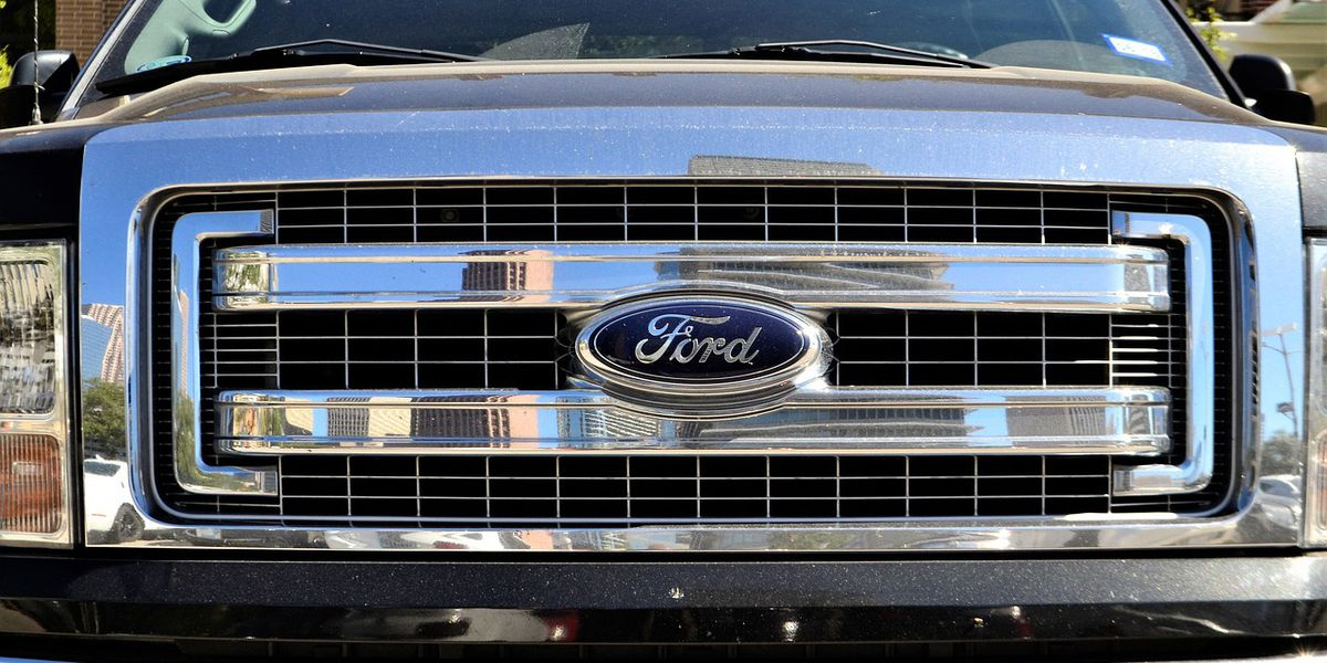 Ford recalls 550,000 trucks, SUVs over safety issue