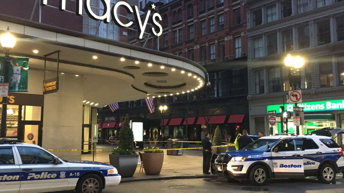 Boston Police investigating overnight double stabbing in Downtown Crossing