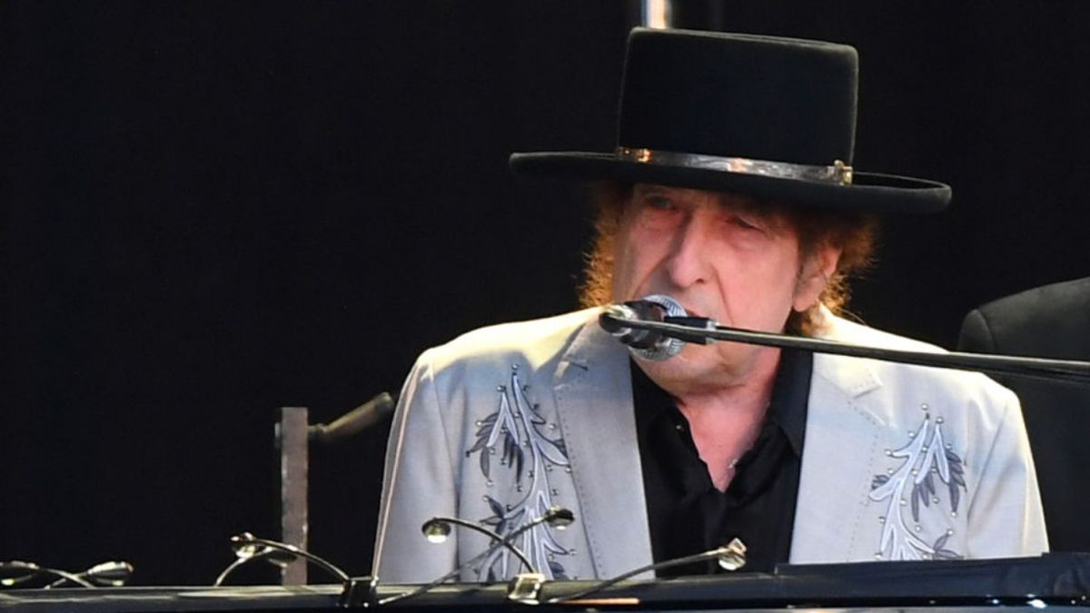 Bob Dylan's papers, unpublished lyrics sell for $495K at auction