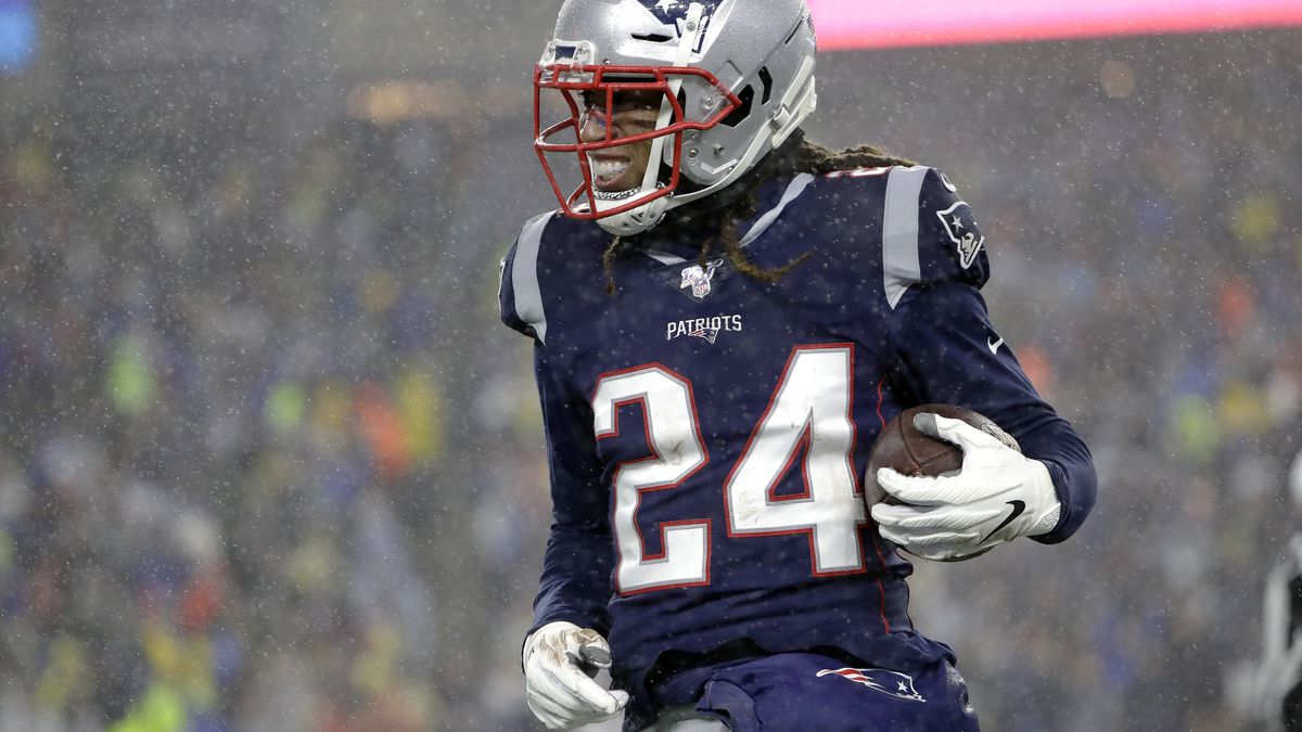 Patriots' CB Stephon Gilmore wins AP Defensive Player of the Year award