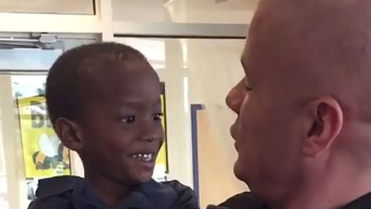 Police officer famous for his kindness makes special trip to visit his kindergarten 'partner'